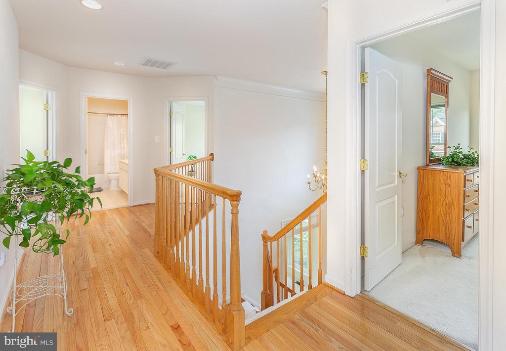 Hardwoods in upper halls! - 20377 WATER VALLEY CT, STERLING