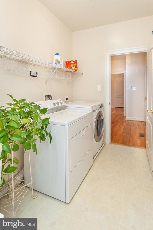 Large Laundry w/utility sink & extra storage space - 20377 WATER VALLEY CT, STERLING