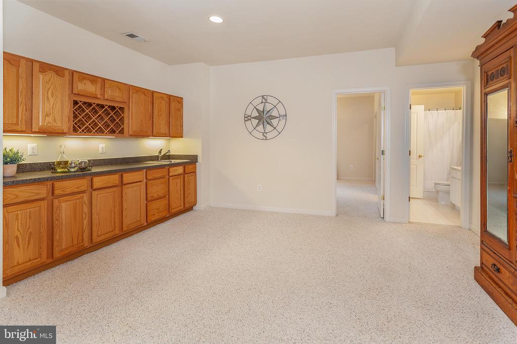 Kitchenette in basement - 20377 WATER VALLEY CT, STERLING