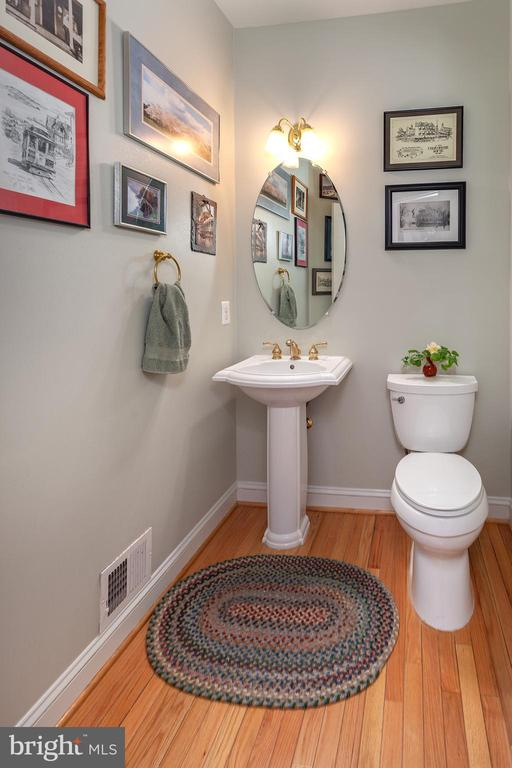 Powder Room on Main Level! - 20377 WATER VALLEY CT, STERLING