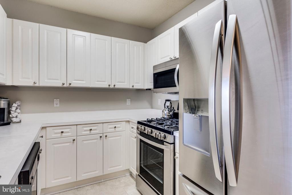 Kitchen - New SS Fridge, stove and microwave - 20281 BEECHWOOD TER #302, ASHBURN