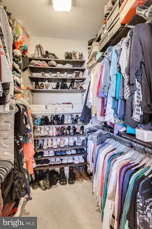 Walk in closet with built in closet system - 20281 BEECHWOOD TER #302, ASHBURN