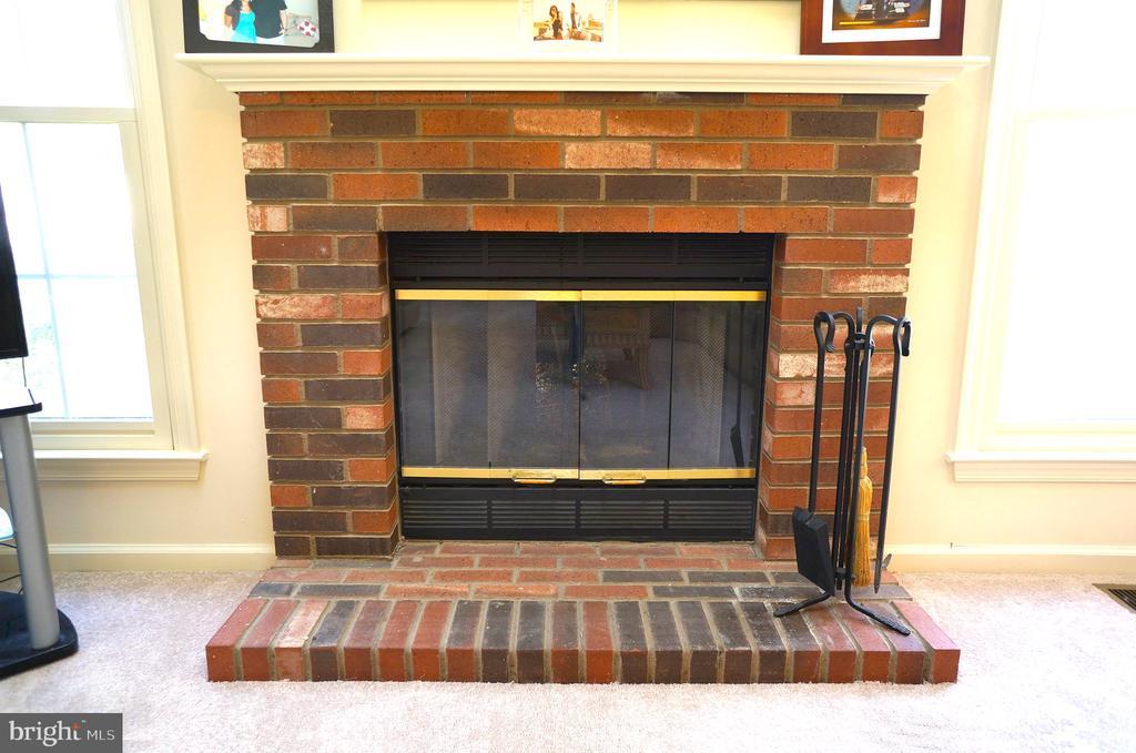 Wood Burning Fireplace w/ Brick Hearth & Surround - 11 WESTBROOK LN, STAFFORD