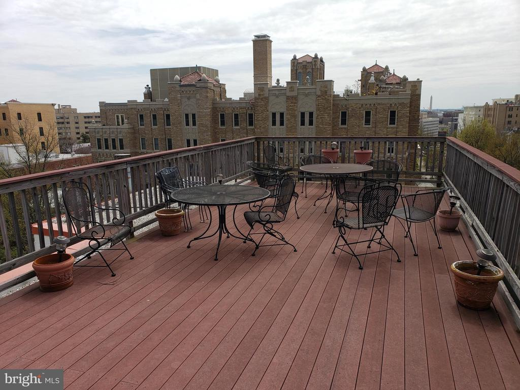 Roofdeck with sweeping views of DC - 2301 CONNECTICUT AVE NW #1B, WASHINGTON