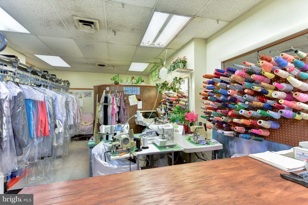 Dry Cleaners on Lobby Level - 1800 OLD MEADOW RD #606, MCLEAN