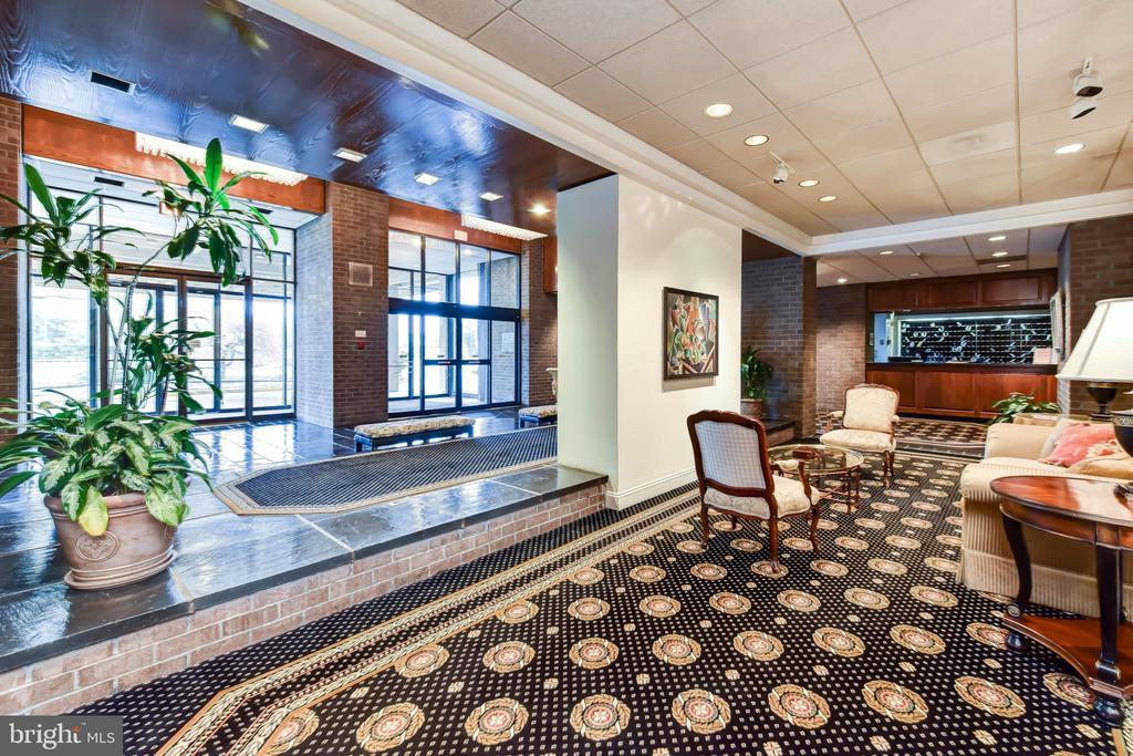 Elegant Regency Lobby - 1800 OLD MEADOW RD #606, MCLEAN
