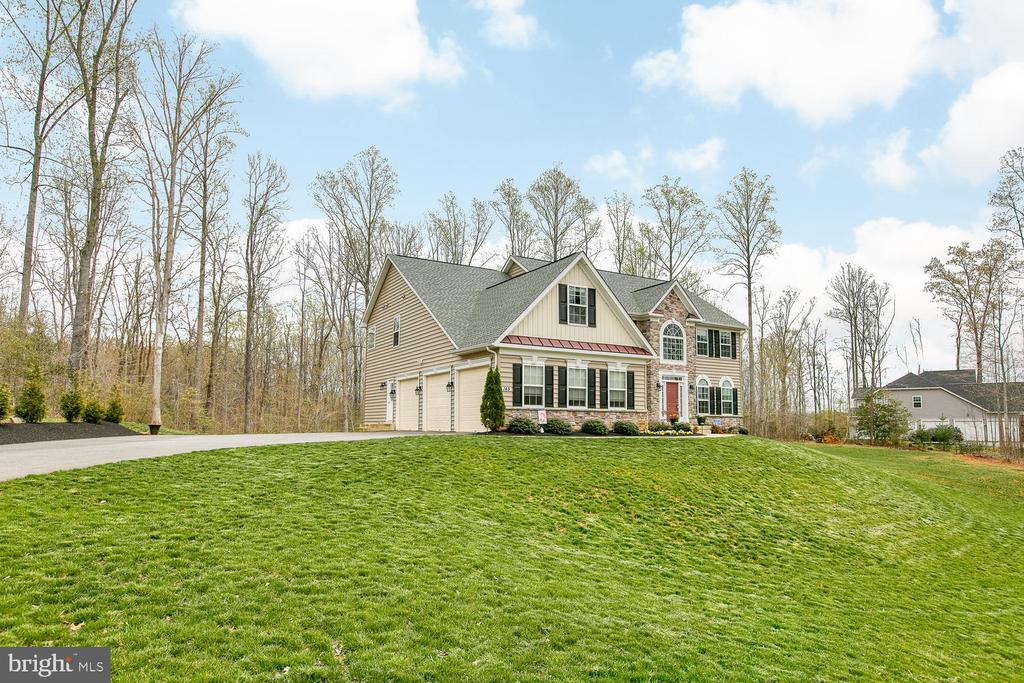Beautiful home on 3+ acres - 145 DONOVAN LN, STAFFORD