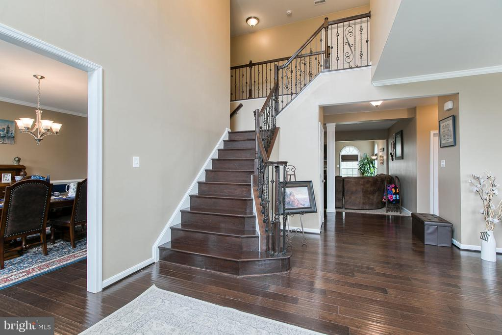 Large open foyer - 145 DONOVAN LN, STAFFORD