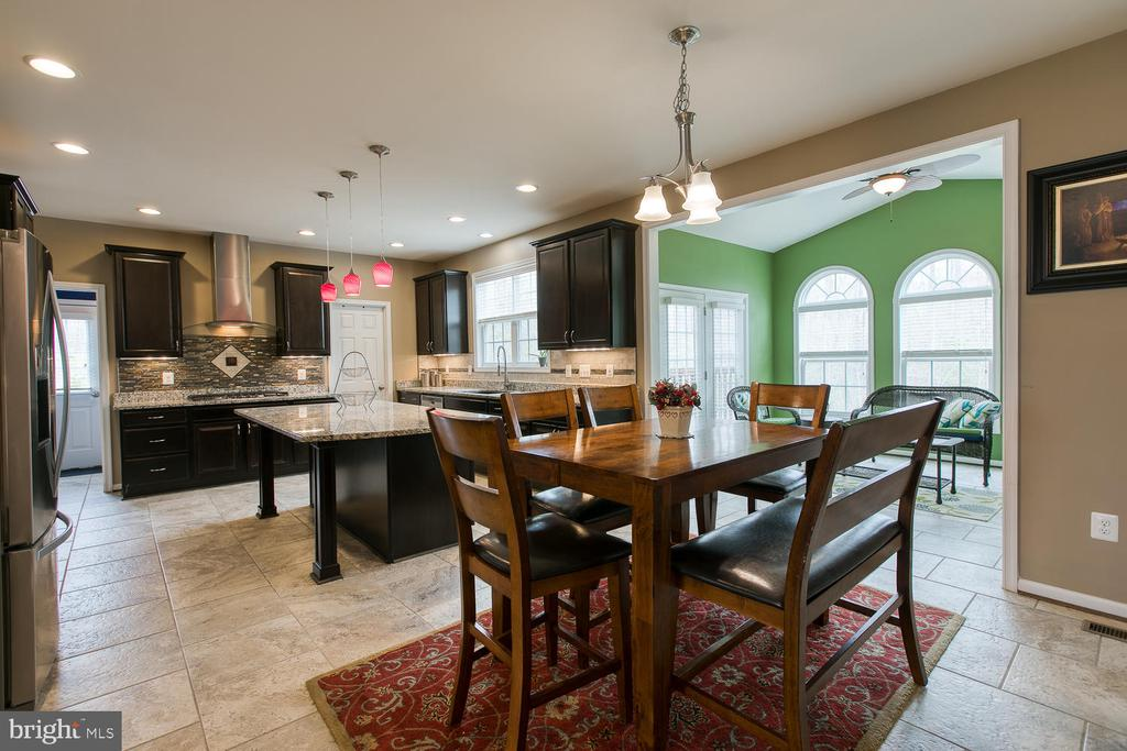 Eat in kitchen with morning room - 145 DONOVAN LN, STAFFORD