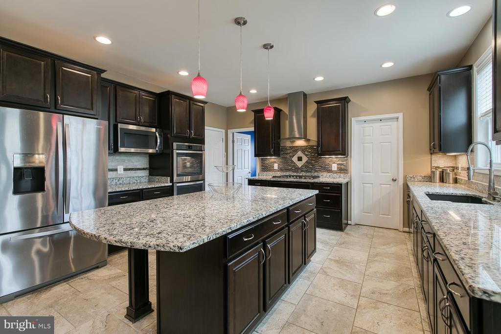 Gourmet Kitchen w/under cabinet lighting - 145 DONOVAN LN, STAFFORD