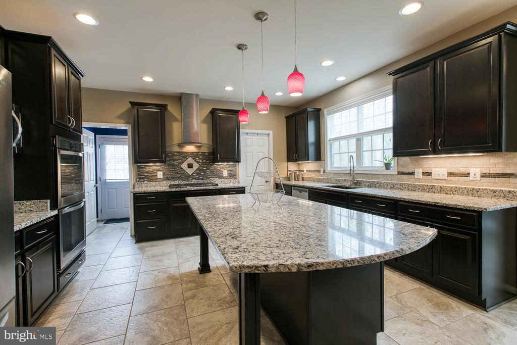 Granite counter tops, tile floors - 145 DONOVAN LN, STAFFORD