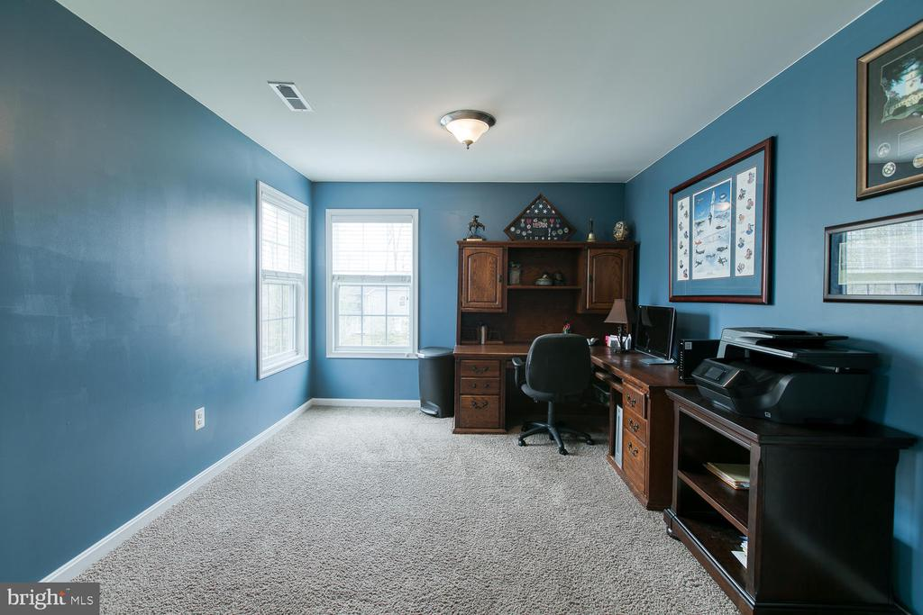 Sitting area off master bedroom - 145 DONOVAN LN, STAFFORD