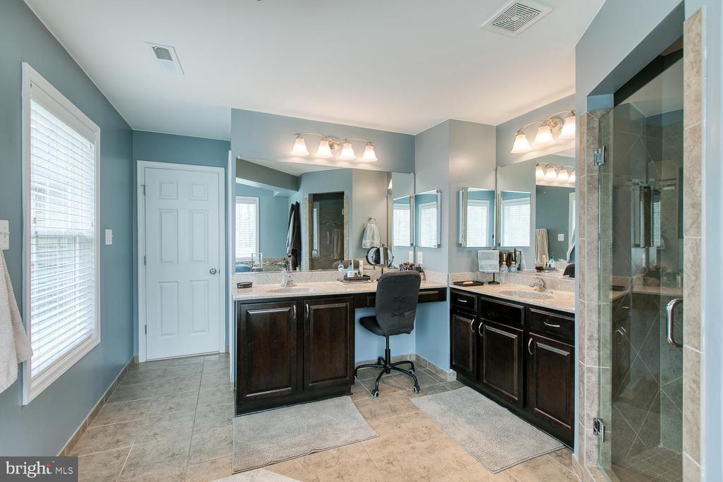 Double vanity in Master bath - 145 DONOVAN LN, STAFFORD