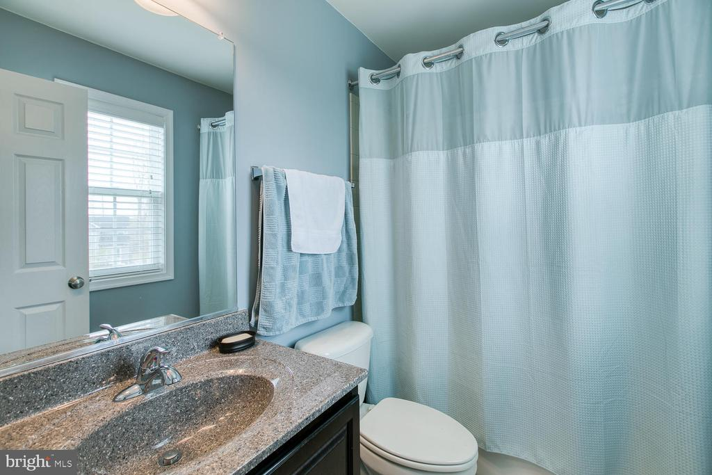 2nd bedrooms full bathroom - 145 DONOVAN LN, STAFFORD