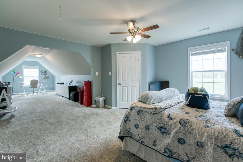 3rd bedroom with  bonus room - 145 DONOVAN LN, STAFFORD