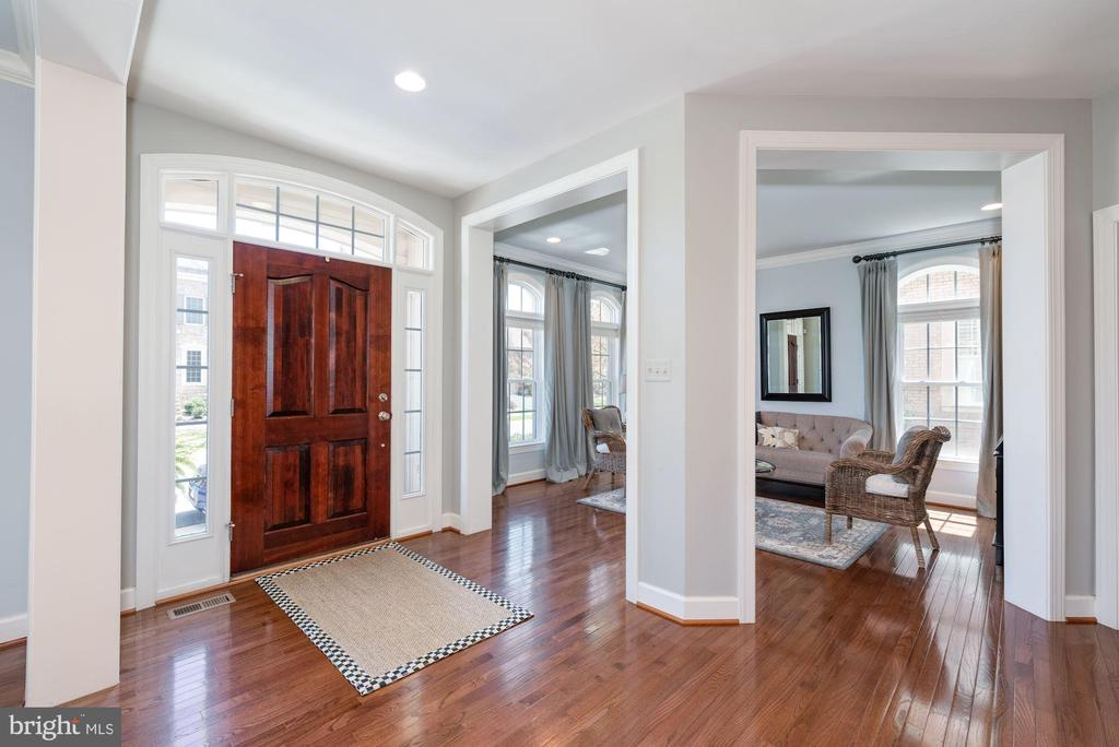Generous foyer with gleaming hardwoods - 23013 OLYMPIA DR, ASHBURN