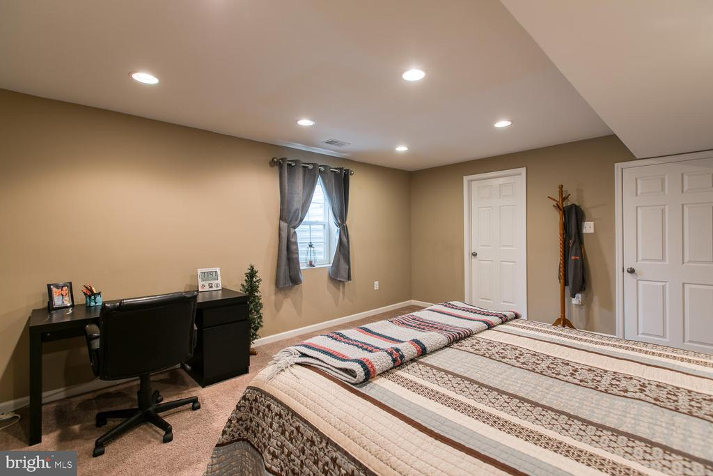 Bedroom 5 (NTC) with full bath - 145 DONOVAN LN, STAFFORD