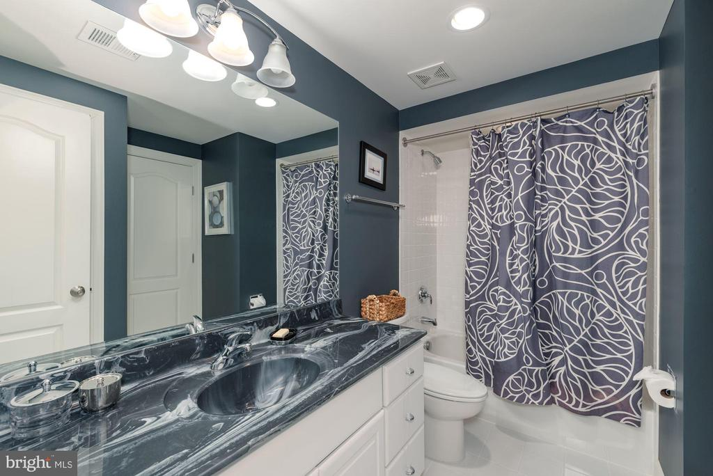 LL bathroom - 23013 OLYMPIA DR, ASHBURN