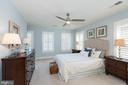 Oversized secondary bedroom with private bathroom - 23013 OLYMPIA DR, ASHBURN