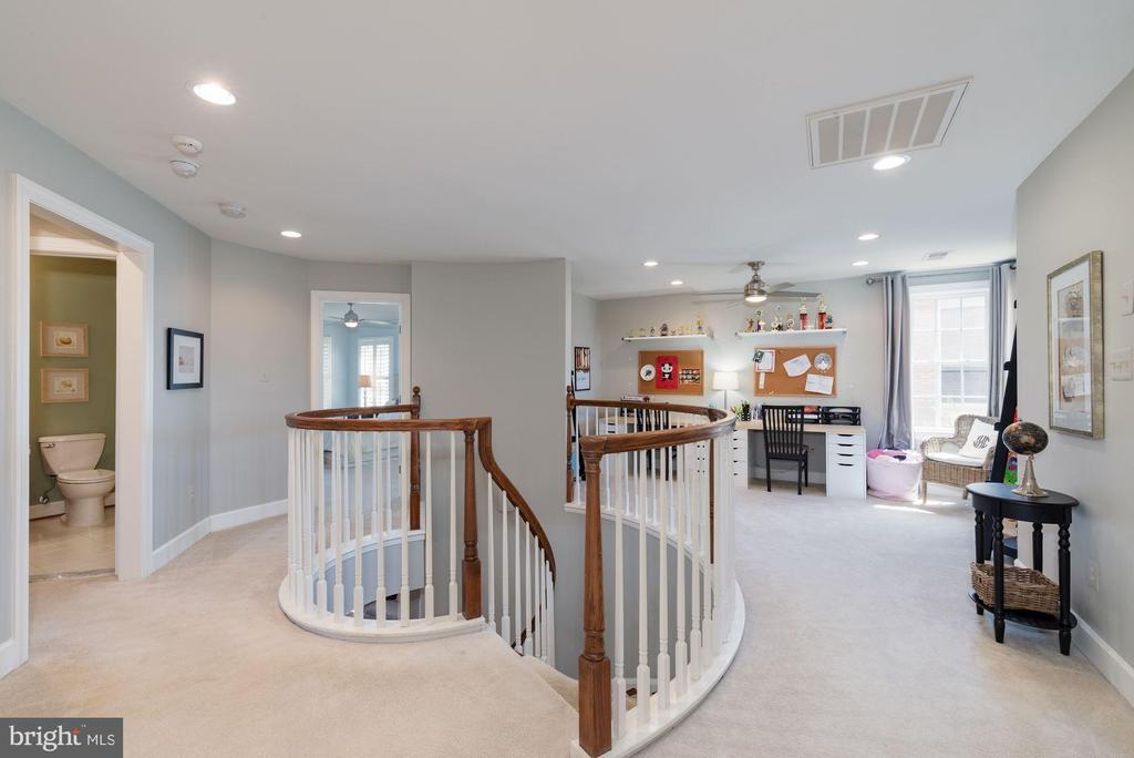 UL landing w/ study area (could be 5th bedroom) - 23013 OLYMPIA DR, ASHBURN
