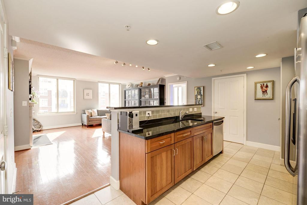 Kitchen with Huge Island - 1220 N FILLMORE ST #708, ARLINGTON