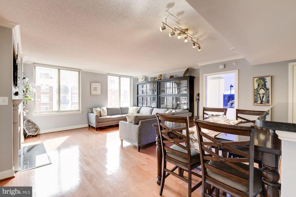 Dining / Living Room - 1220 N FILLMORE ST #708, ARLINGTON