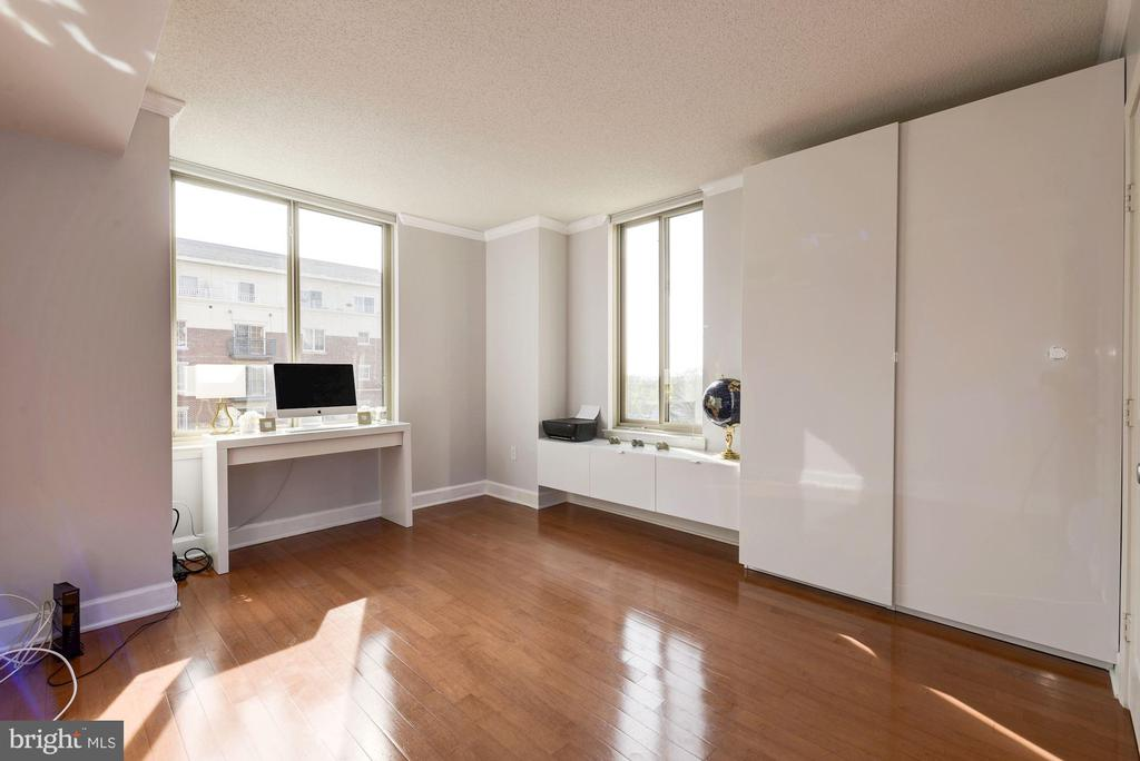 Second bedroom with southern & eastern exposure - 1220 N FILLMORE ST #708, ARLINGTON