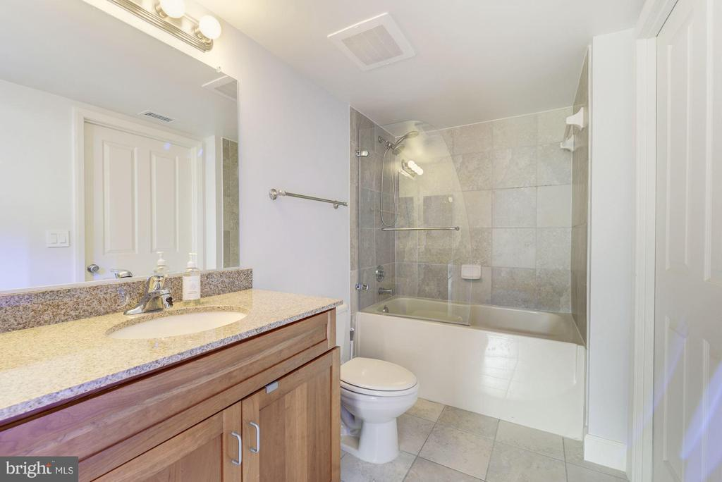 Bathroom 2 - 1220 N FILLMORE ST #708, ARLINGTON