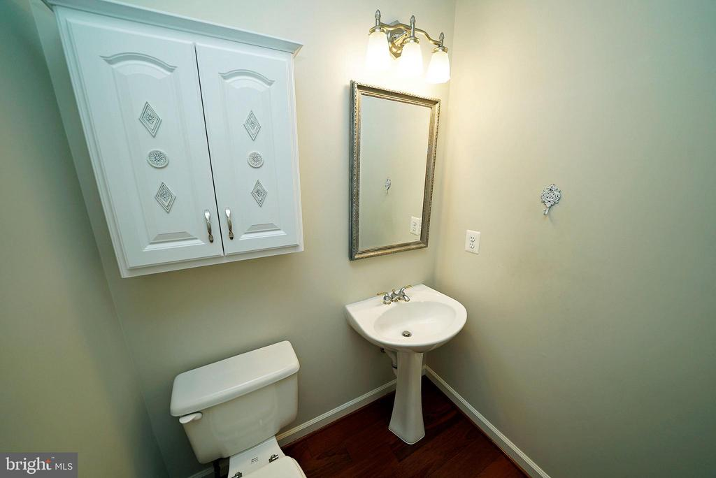 MAIN LEVEL HALF BATH - 12224 DORRANCE CT, RESTON