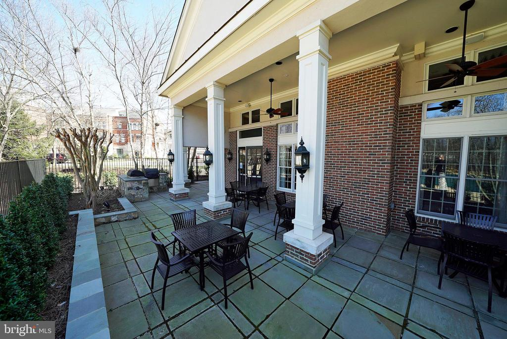 CLUBHOUSE PATIO - 12224 DORRANCE CT, RESTON