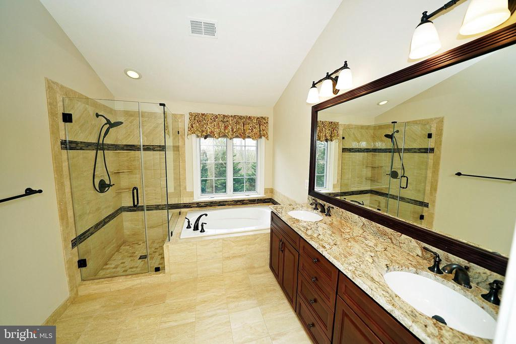 MASTER BATH 1 - 12224 DORRANCE CT, RESTON