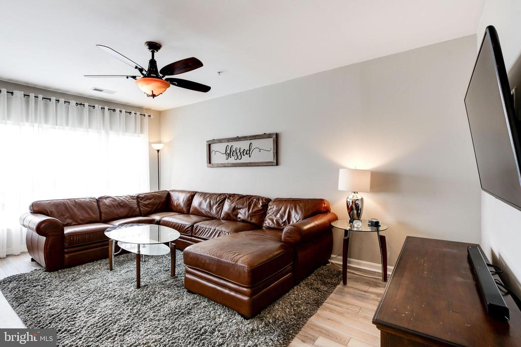 Family room - 43545 MAHALA ST, LEESBURG