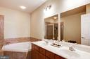 Large  soaking tub in master bath - 43545 MAHALA ST, LEESBURG
