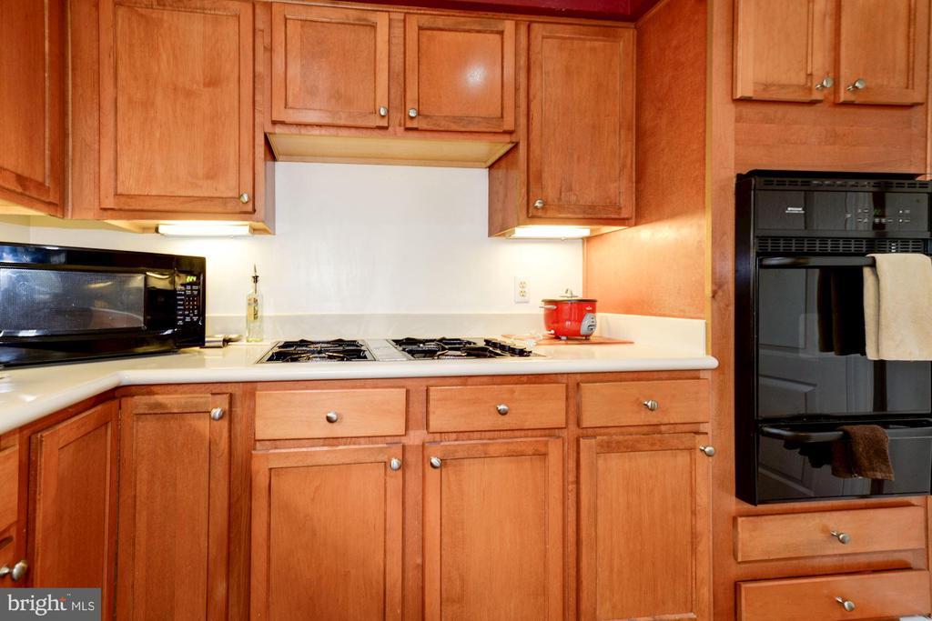 Kitchen View#3 - 5608 CAVALIER WOODS LN, CLIFTON