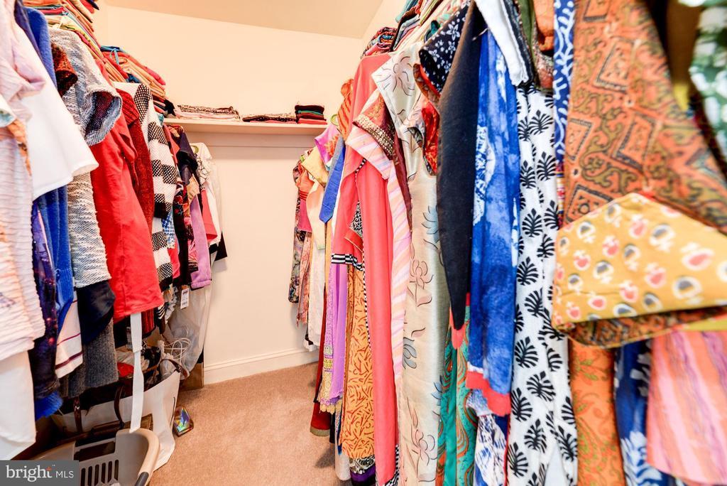 Master Bedroom  Walkin closet#2 - 5608 CAVALIER WOODS LN, CLIFTON