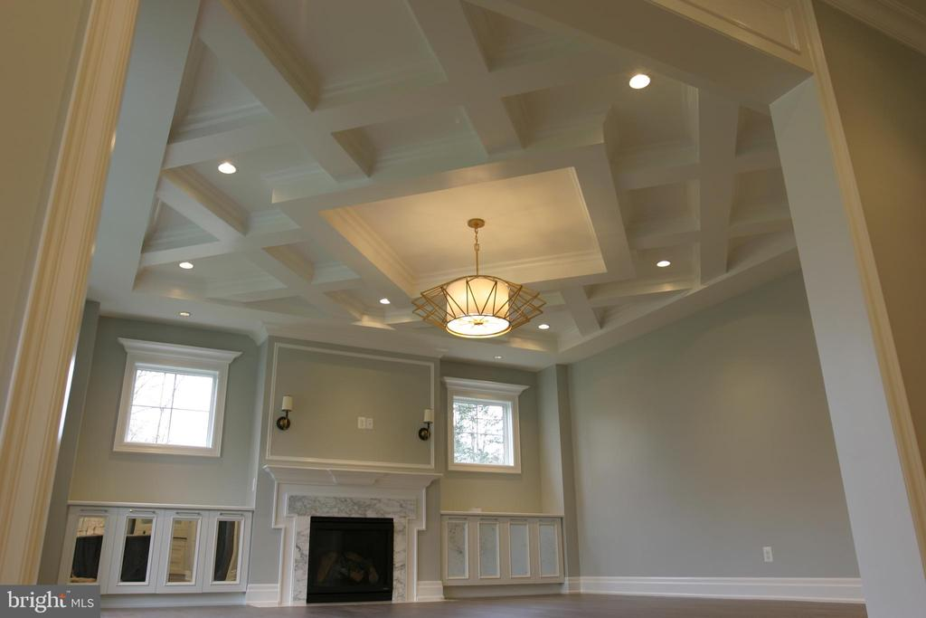 Family Room Ceiling - 717 MILLER AVE, GREAT FALLS