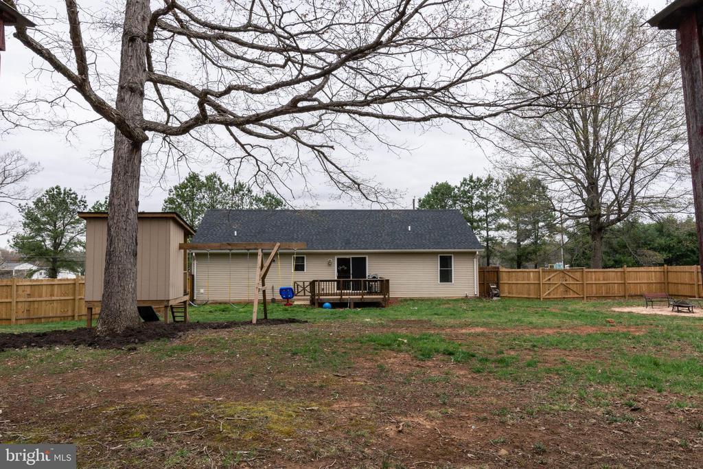 Exterior -  Large Fenced Back Yard & Deck - 7187 COVINGTONS CORNER RD, BEALETON