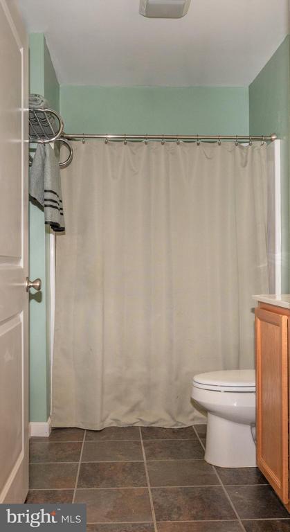 Full Bath - Hall - 7187 COVINGTONS CORNER RD, BEALETON