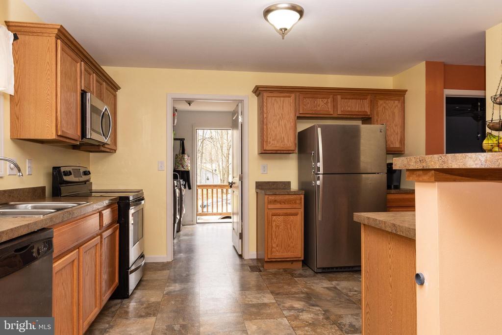 Kitchen - View 1 w/Mud Room - 7187 COVINGTONS CORNER RD, BEALETON