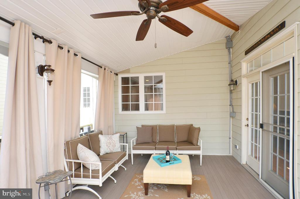 Gorgeous screened in porch - 19082 PILEATED TER, LEESBURG