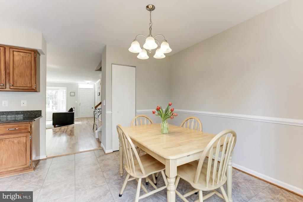 Kitchen with Large Breakfast Room - 14111 BETSY ROSS LN, CENTREVILLE
