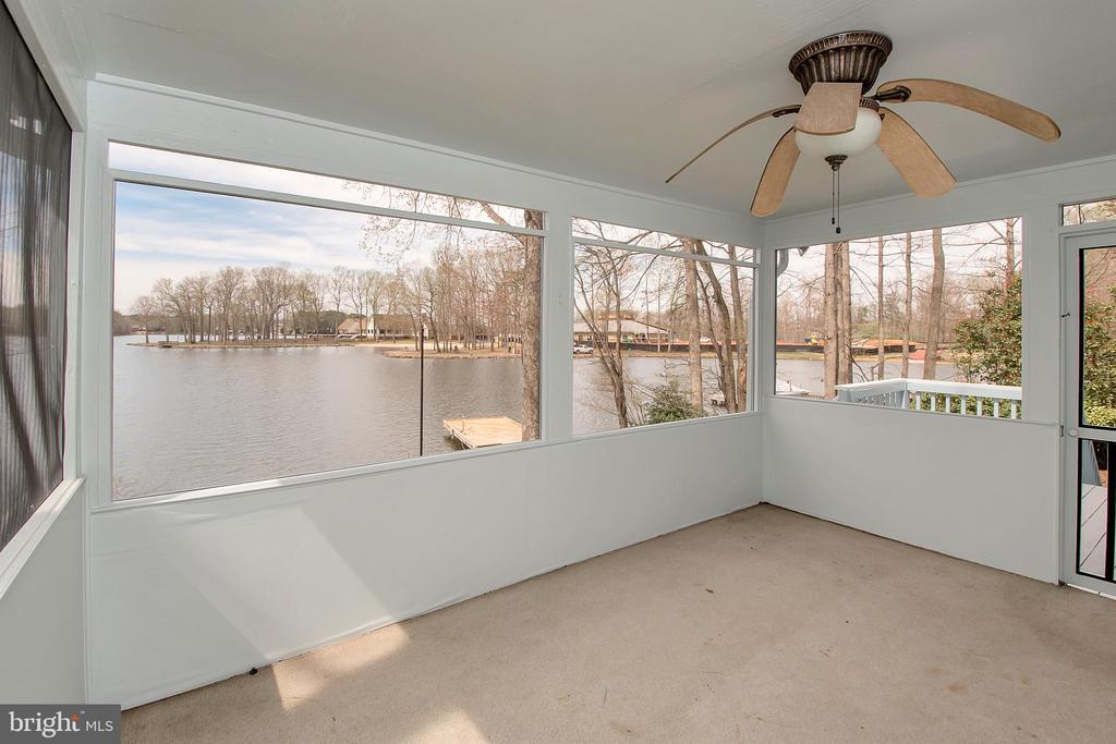 Screened porch - 418 WILDERNESS DR, LOCUST GROVE
