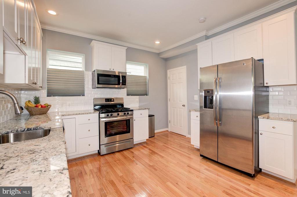 Kitchen - 1600 EASTERN AVE NE, WASHINGTON