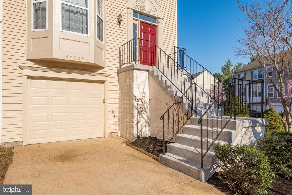 Convenient Mid-Level Entry - 47383 DARKHOLLOW FALLS TER, STERLING