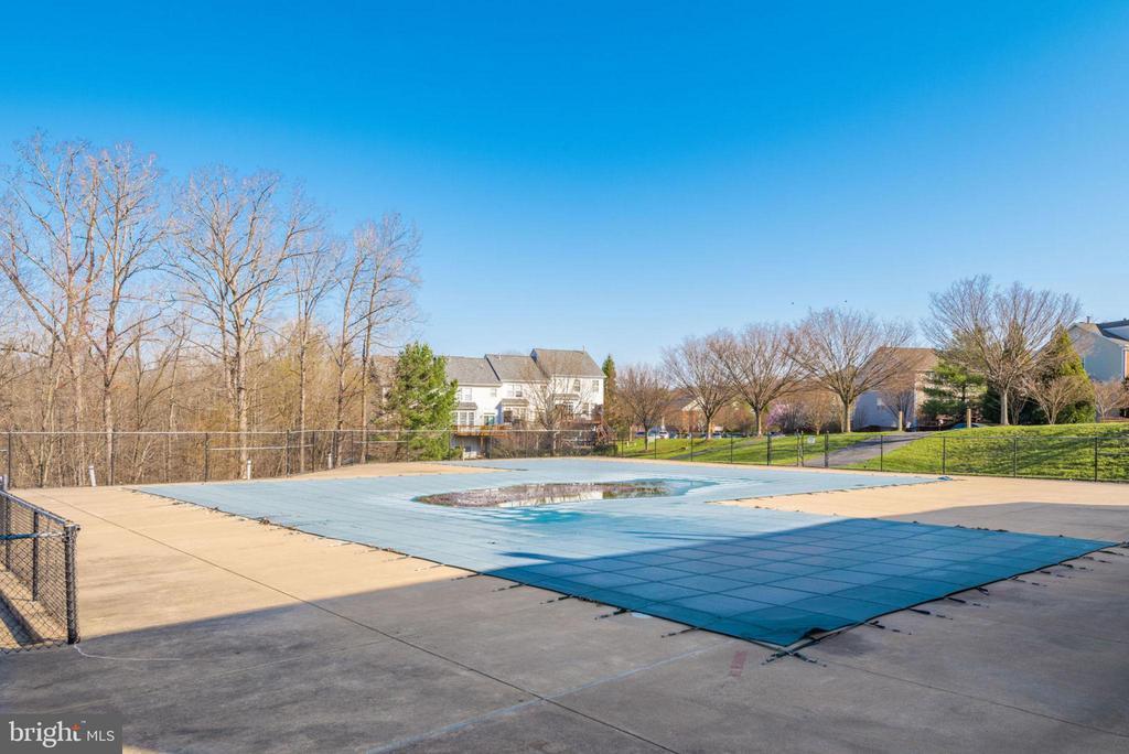 Community Pool Opens Memorial Day - 47383 DARKHOLLOW FALLS TER, STERLING