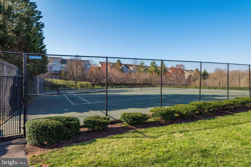 Tennis and Pickleball Courts - 47383 DARKHOLLOW FALLS TER, STERLING