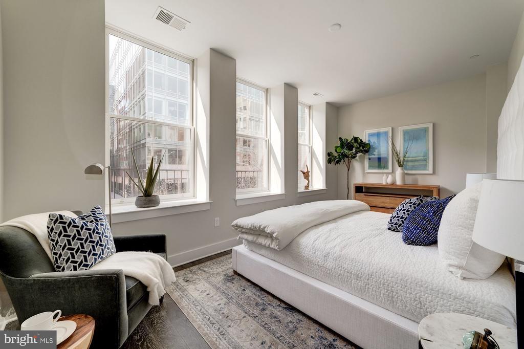Spacious master bedroom - 1745 N ST NW #210, WASHINGTON