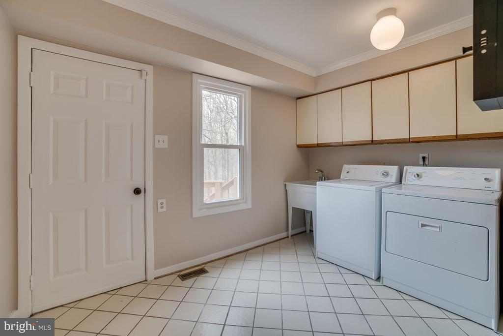 Main Level Laundry with Utility Sink - 3091 WOODS COVE LN, WOODBRIDGE
