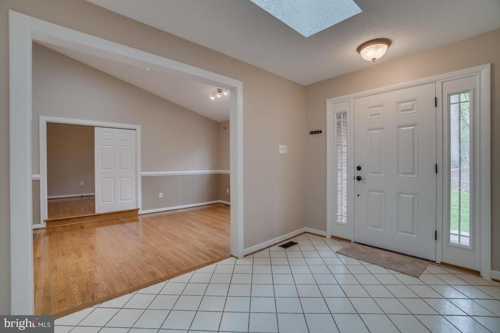 Entry and Dining Room - 3091 WOODS COVE LN, WOODBRIDGE