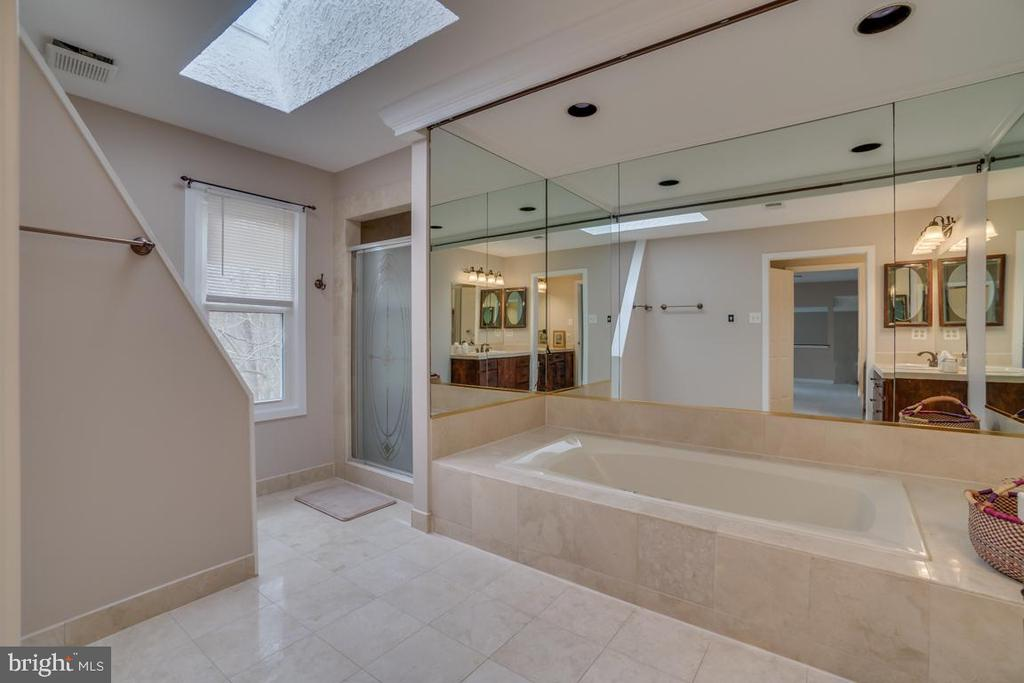 Master Bath - 3091 WOODS COVE LN, WOODBRIDGE